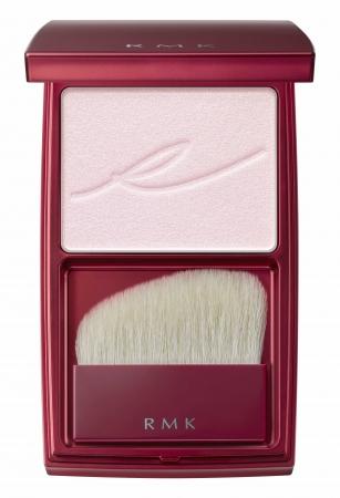 02 微細なパールの効果で、ほのかな血色感とツヤをプラスするライラックピンク。