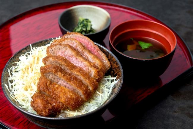 【新メニュー】『特選ソースカツ丼』950円(+税)