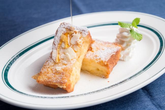『NICKフレンチトースト』お好きなドリンク+100円(税別)。専用のデニッシュパンにたっぷり卵とミルクが染みたふわとろ食感。