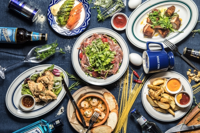 ディナーは、お酒に合う小皿料理を豊富にご用意。