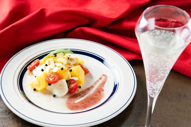 『モッツァレラチーズとパインのカプレーゼ』880円 (+税)