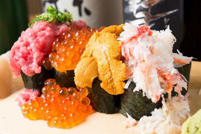 豪華素材をこぼれるほどのっけた贅沢寿司!特選「のっけこぼれ寿司」!