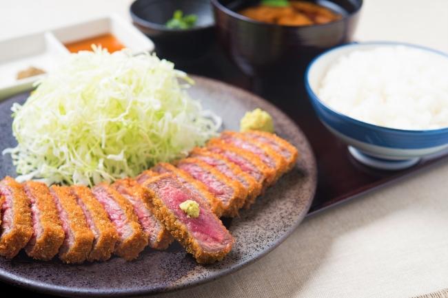牛ロースカツ膳:1,280円(+税)
