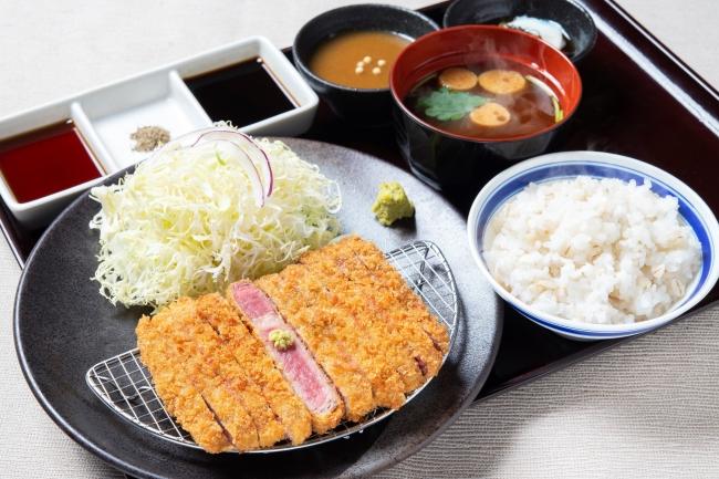 「牛リブロースカツ膳」並1280円(+税)