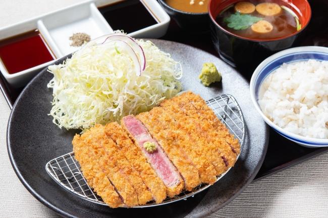 「牛リブロースカツ膳」並1,380円(+税)