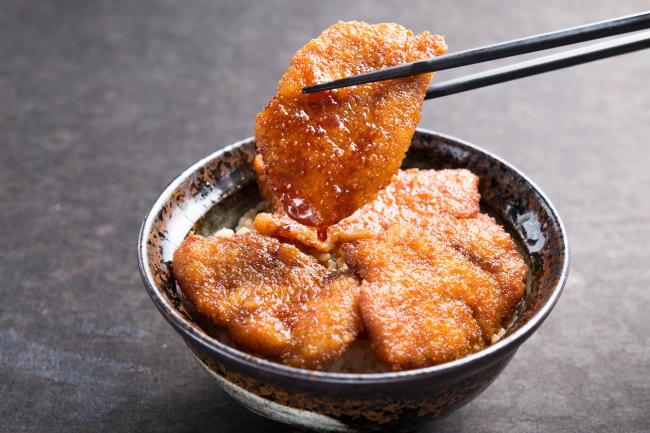 ランチ限定「牛たれカツ丼」:830円(+税)