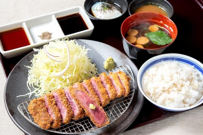 「牛ロースカツ膳」:1480円(+税)