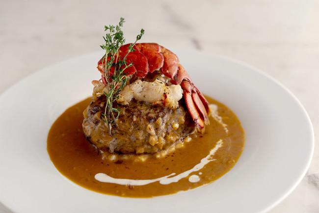 <オマール海老のビスクソース>+600円(税別) 海老の殻や野菜で出汁を取り煮詰めた、 旨味たっぷりの贅沢なビスクソース