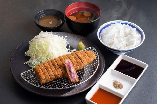 「牛ロースカツ膳」:1,390円(税込1,529円)