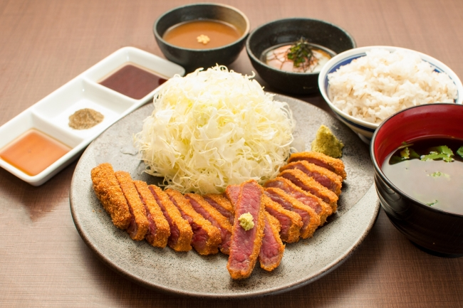 定番を極めた王道。、京都勝牛の「牛ロースカツ膳」
