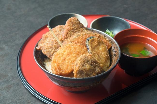 【新メニュー】野菜たれカツ丼 〔豚〕880円(+税)、〔牛〕1,080円(+税)