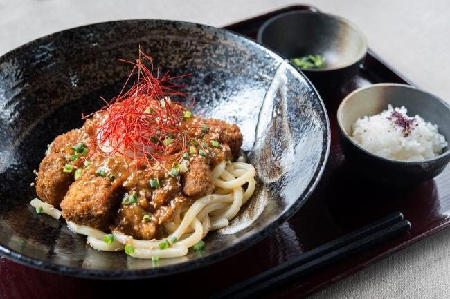 『牛カツ肉味噌冷し坦々うどん』1180円(+税)