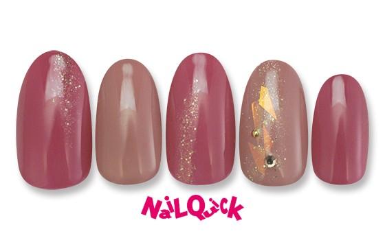 うるつやピンクでリップグロスのような手元が映えるカラー