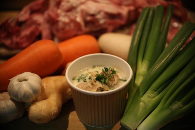 白金 酉玉(焼鳥)の揚げつくね白い(酉)スープ