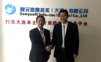 (左から)ロジザード 金澤、セニーソフト副総経理 荘氏