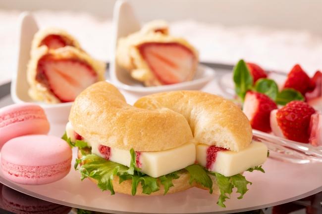 イチゴのチーズベーグル