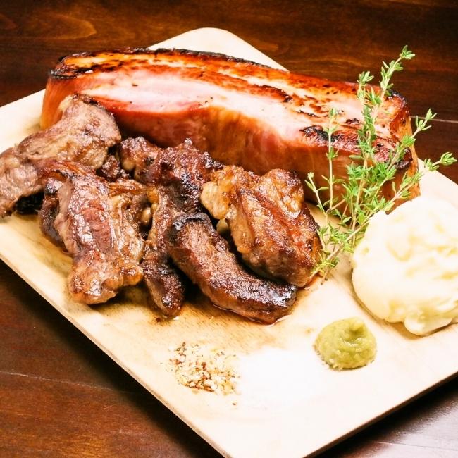 食べ応えのある肉料理は全部で4種類。  お好きなだけお楽しみください!