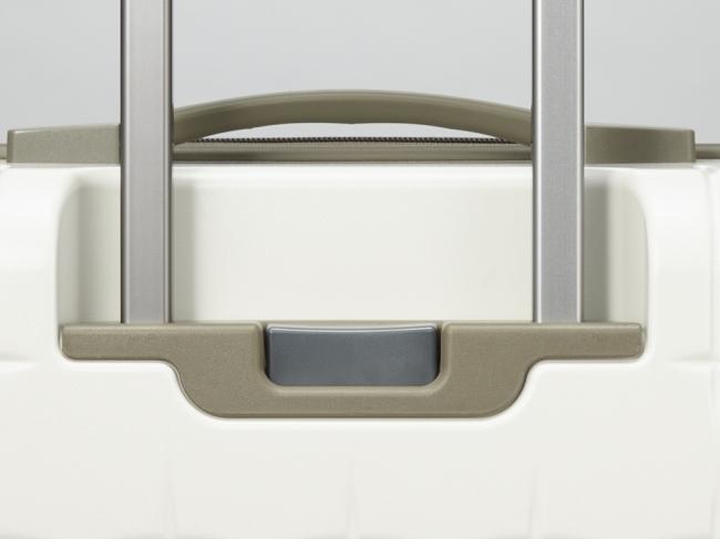 0463f36fb0 「プロテカ」で搭載するキャスターのストッパーは、手元のスイッチで簡単に車輪を固定できる、安全性と操作性の高いエースの独自開発・特許取得構造です。