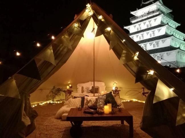 スペースマーケットが島原市と共同で実施した島原城でのグランピング宿泊イベント