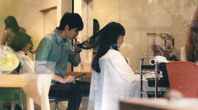関市PRムービー「もしものハナシ」 客の髪を噛みちぎる美容師