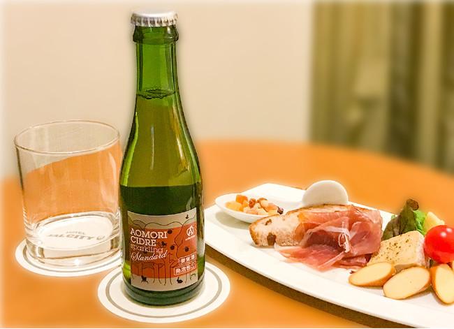 「アオモリシードル」と「チーズと生ハム盛り合わせ」