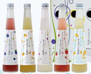 花の舞「ちょびっと乾杯 ぷちしゅわ」 左からブルーベリー、ユズ、日本酒、イチゴ、メロン