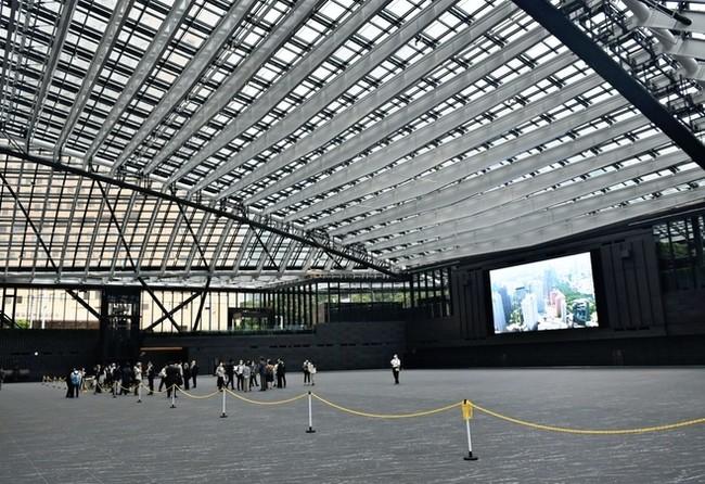 日本最大級564インチの大型ビジョン(13m×9m)