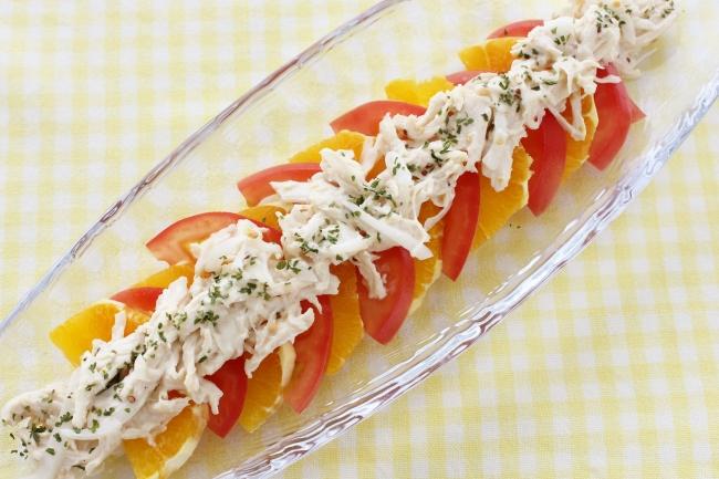 トマト・オレンジ・チキンのハニーマスタードサラダ