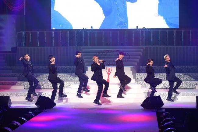 左から、TOMOさん、KENZOさん、U-YEAHさん、ISSAさん、YORIさん、DAICHIさん、KIMIさん