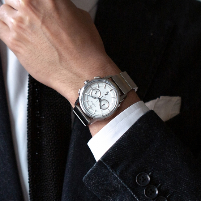 ラグ穴の位置を時計底面とほぼ同じ高さに設定することで、手首に装着した際のフィット感と安定感を実現しました。 ムーブメントを含めたヘッドの設計および製造はシチズン時計株式会社が担当しています。