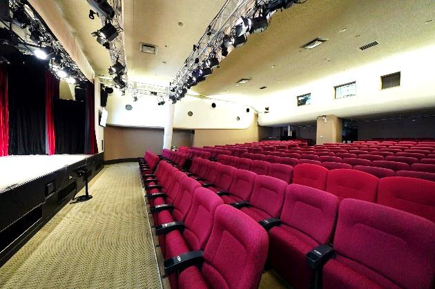 映画館時代の座席を活用