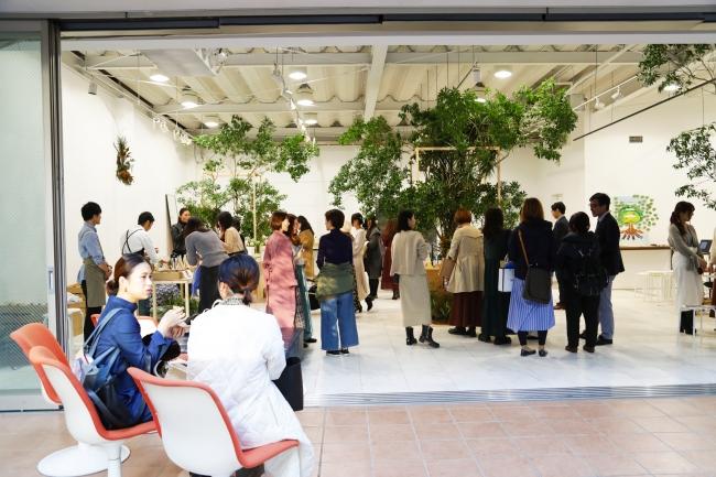 """東京・代官山の会場が、""""根幹美""""をイメージした空間に。"""