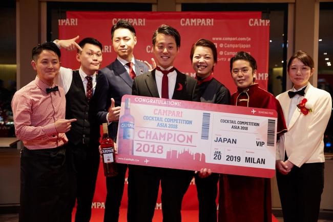 昨年の日本大会ファイナリストと優勝した小川尚人氏(写真中央)