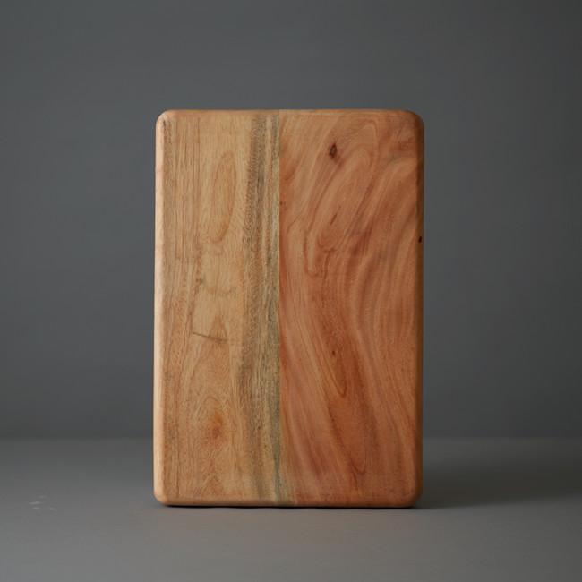 レザーの成型に使用される木型。レザーを押し当てて形をつくる。