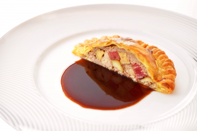 メニュー例:「美食家風パテ パイ包み焼き ソースペリグー」