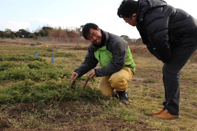 アゲインファームにて浦邊料理長と田中亮治さん