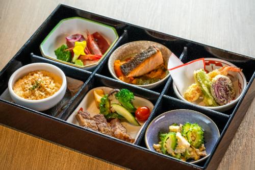 県産食材たっぷりの沖縄膳
