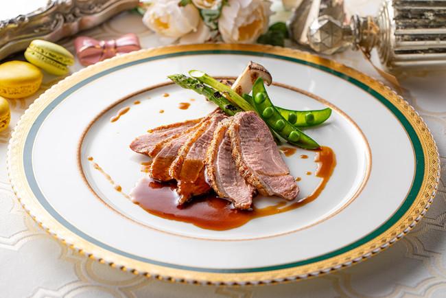 鴨胸肉(または豚胸肉)の柔らかロースト はちみつ風味キャトルエピスソース