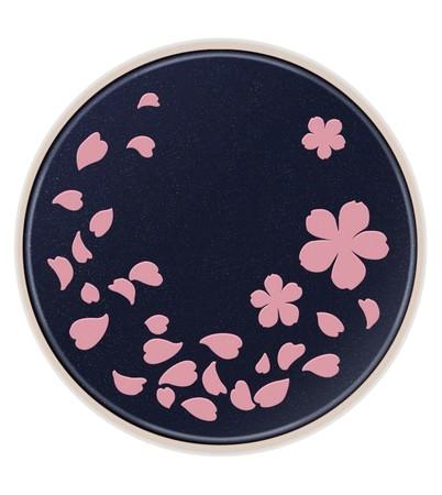 蓋には桜のデザイン