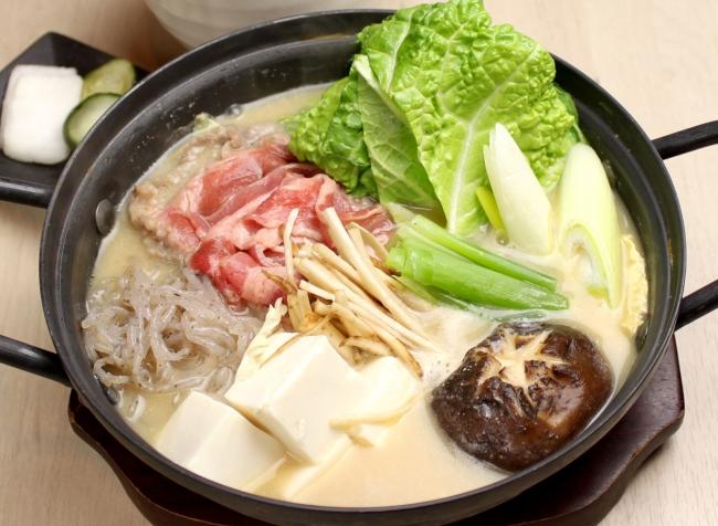 特選牛しゃぶどて鍋¥1,000(税抜)ご飯・漬物付き