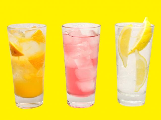 昭和初期の酒場でポピュラーだった 『バイスサワー』やフレッシュな 生搾り『レモンサワー』『オレンジ サワー』など¥290《税抜》