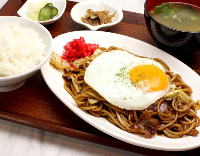 懐かしくて美味しい!大阪のソウル フード『ソース焼きそば定食』 《ごはん・味噌汁・漬物付》¥600《税抜》