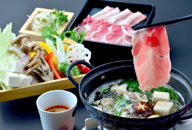 上州せせらぎ豚と宇治抹茶そばの菌活 そばしゃぶ発酵鍋 1人前¥2,500 (税抜)