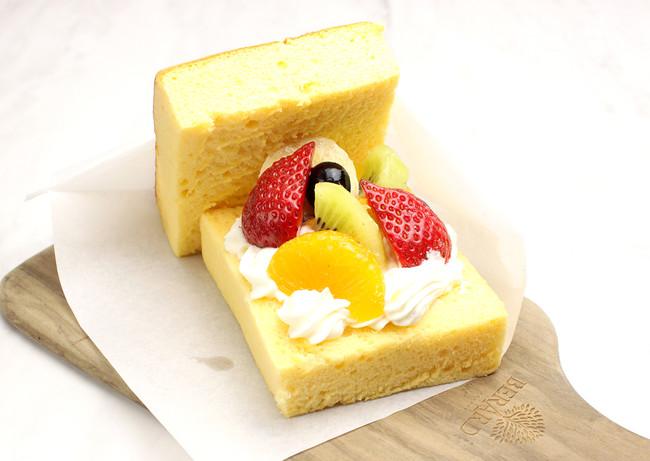 食べ歩き 台湾カステラバーガー ミックスフルーツ ¥480