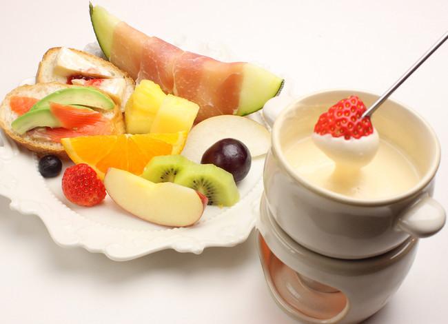 白のチーズフォンデュ +フルーツプレート ¥1,650