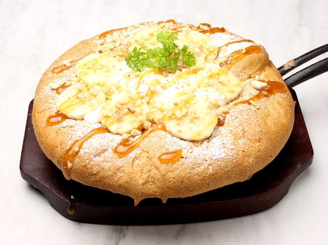 バナナと塩キャラメルの 台湾カステラパンケーキ¥880
