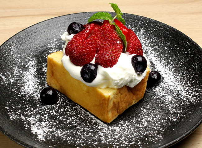たまごスフレカステラ オープンケーキ いちごベリー¥600