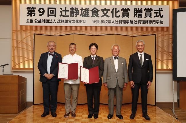 (写真左から) 門上武司、杉野英実、旦部幸博、石毛直道、辻芳樹 (敬称略)