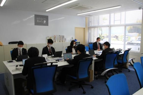 (写真4:オフィス内の様子)