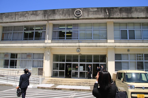 (写真3:オフィス外観(※旧丸山小学校))